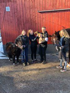 familiebilde med dyra